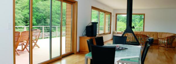 Baie vitrée sur mesure : idéale pour les rénovations et les constructions modernes